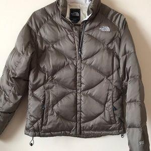 Women's North Face 550 Puffer Jacket- Size Medium
